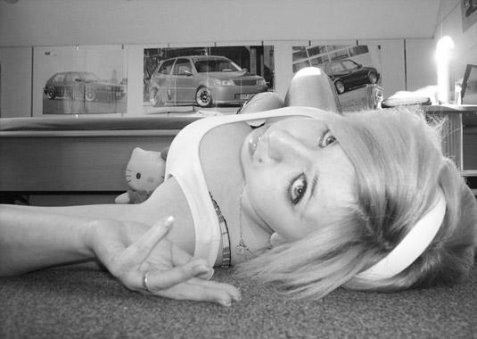 Jolie coquine emo blonde suceuse de … emo salope