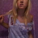 Une emo blonde sexy sexhibe pour la première fois ! emo salope