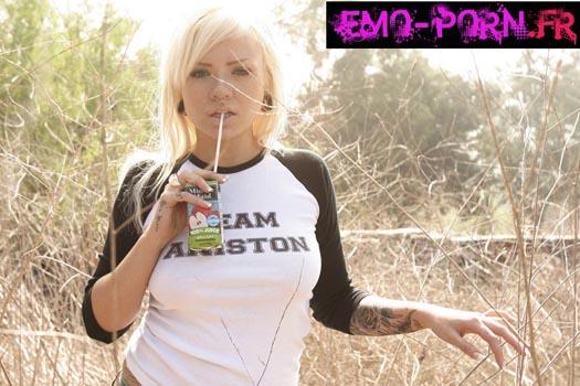 emo sexy Ballade au soleil avec une emo blonde super chaude !