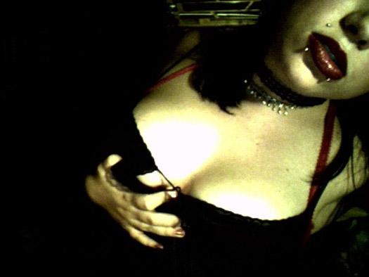 emo sexy Une emo très sexy et coquine en quête de nouvelles expériences sexuelles !