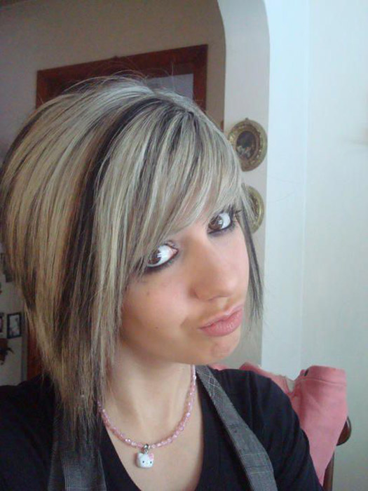 emo sexy Jeune emo blonde demande à se faire enculer